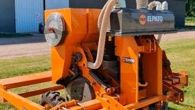 El Pato maquinarias logró medalla de oro y mención en diseño industrial por su sembradora neumática de ajo