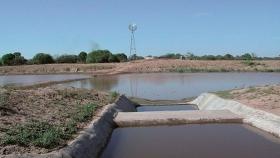 Agua, construir represas para asegurar su abastecimiento
