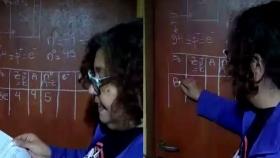 Una puerta como pizarrón y videollamadas personales: el ingenio de una maestra rural de Mar del Plata