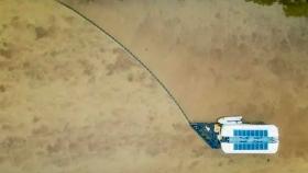 Este barco extrae de ríos 50.000 kg de plástico al día