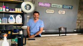 La historia del veterinario que reconstruyó el histórico almacén de su familia en un establecimiento que le da vida a Villa Córdoba