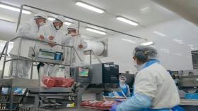 Etchevehere visitó el primer frigorífico de carne vacuna en obtener el Sello Alimentos Argentinos