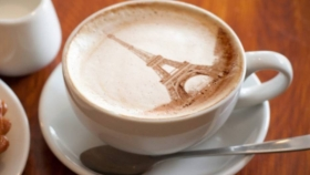 Cafés iluminados en París