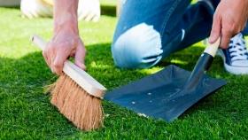Mantenimiento y limpieza del césped artificial