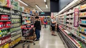 Cómo funcionan los supermercados en Argentina y por qué faltan regulaciones