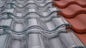Tejas solares de vidrio que generan energía térmica