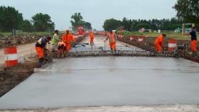 Ponen en marcha obras viales en distritos del interior provincial