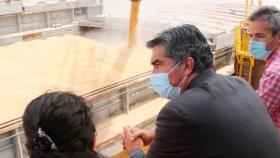 Después de un año paralizado por la bajante del río, vuelve a funcionar el puerto Barranqueras, en Chaco