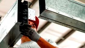 Fabricante de materiales invierte suma millonaria en su planta industrial