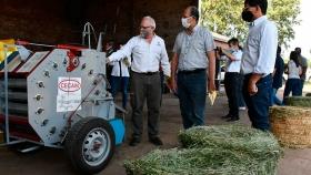 Así es la rotoenfardadora para pequeños productores del INTA