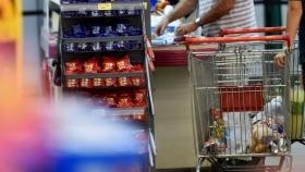 Los supermercados, en contra de la prohibición de exhibir golosinas en línea de cajas