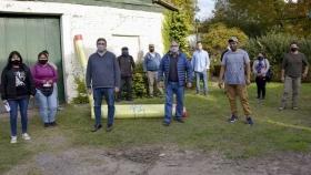 Basterra y Rodríguez entregaron materiales a productores familiares del Cinturón Hortícola de La Plata