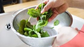 Cómo eliminar restos de pesticidas de frutas y verduras