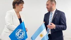 El Gobierno busca acceder a la nueva línea del FMI