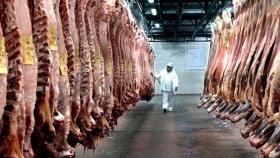 """Efecto del coronavirus: según un informe privado, """"el negocio de la carne vacuna resulta altamente vulnerable"""""""