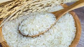 El precio local del arroz blanco tailandés aumenta los participantes del mercado de rompecabezas