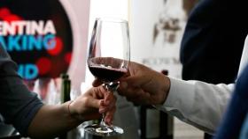 ¿Cuántas bodegas exportan vinos desde Argentina al mundo?