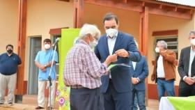 Valdés inauguró viviendas para pequeños productores y anunció la construcción de más casas
