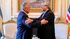 Fernández refuerza el vínculo con EE.UU. y envía una delegación diplomática