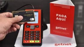 Menos comisiones y más beneficios: la apuesta millonaria de Santander para digitalizar a sus clientes