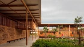 Soluciones sostenibles: aulas y ambientes escolares construidos de madera en una semana
