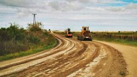 Pavimentación y enripiado de caminos rurales: 40 proyectos se han ejecutado, están en realización o licitados