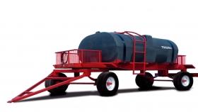 Acoplado con tanque plástico de 3.500 Lts