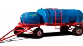 Acoplado con 2 tanques plásticos de 3.500 + 750 Lts