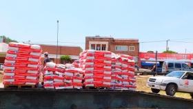 Incendios: distribuyen en Ambul balanceado para animales