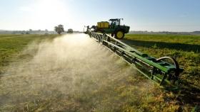 El Senasa prohibirá el uso del insecticida clorpirifos en todas sus formulaciones