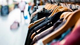 Vestidos para matar: informe expone el costo ambiental de la moda